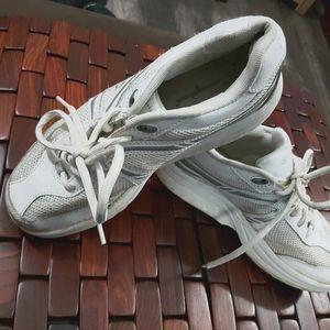 Shaper style sneaker